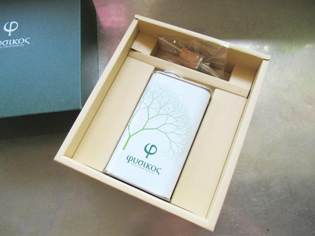 フシコス エクストラバージンオリーブオイル 高級なオリーブオイルのギフトボックスの写真
